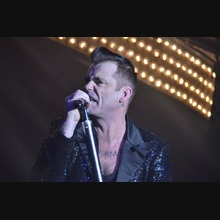 Robbie Williams Tribute Act: Mike Andrew As Robbie Williams